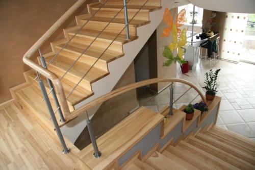 pasukami laiptau